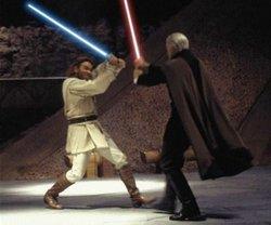 Count Dooku (rechts) im Duell mit Obi-Wan Kenobi in einem Hangar auf Geonosis