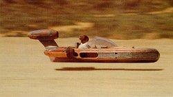 Luke Skywalker ist in seinem X-34 unterwegs