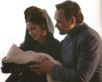 Breha und Bail erfreuen sich an ihrer Adoptivtocher Leia