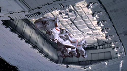 Die Tantive IV wird in den Hangar der Devastator gezogen