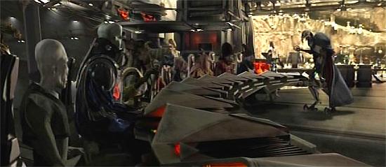 General Grievous (rechts) bespricht mit dem Rat der Separatisten den Kriegsverlauf.