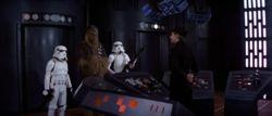 Luke, Chewbacca und Han treffen im Inhaftierungsblock AA-23 ein