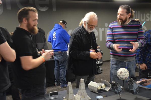 Echo Base Con: Niels M. Friederiksen (links) im Gespräch mit Lorne Peterson (mitte)